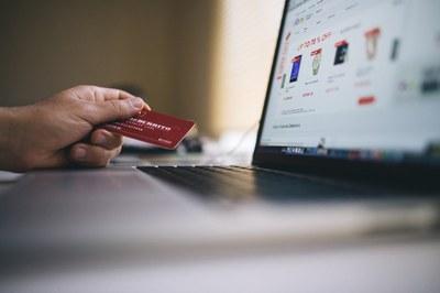 Vendere online: aprire un e-commerce o entrare in un marketplace?